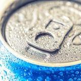 Kunna av Pepsi cola på en säng av is arkivfoton