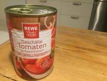 Kunna av REWE skalade tomater royaltyfri foto