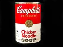 Kunna av soppa för nudeln för höna för Campbell ` s arkivfoto