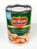 Kunna av zucchinin med italiensk stiltomatsås arkivbilder