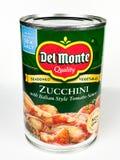 Kunna av zucchinin med italiensk stiltomatsås arkivfoto