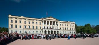 17 kunnen de viering Slottsparken van Oslo Noorwegen Stock Afbeeldingen