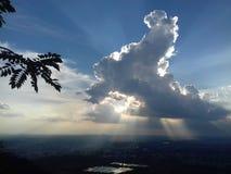 Kunnen de wolken de zon verbergen? royalty-vrije stock afbeelding