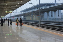 Kunshan den södra järnvägsstationen Arkivfoton