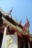 Kunst auf Front der Buddha-Bildhalle im alten thailändischen Nordtempel 2 Stockfotografie