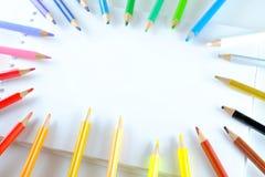 Kunst, Bleistifte und Notizbuch Stockbild
