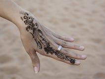 Kunst der Hennastrauchfarbe an Hand stockbild