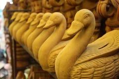 Kunst en ambacht van het eend de de met de hand gemaakte beeldhouwwerk stock fotografie