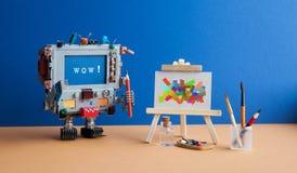 Kunst en kunstmatige intelligentieconcept Verraste robotcomputer met potloodborstel en bericht wauw op het scherm stock afbeeldingen