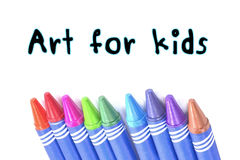 Kunst für Kinder simsen mit selektiver Fokus Zeichenstifthintergrund Stockfoto