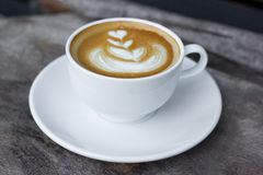 Kunst Latte oder Cappuccinokaffee Stockfoto