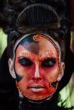 Kunst-Make-upporträt der Nahaufnahmeschönheit rotes des Halloween-Frau Hexenbarocks Lizenzfreie Stockfotos