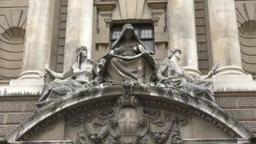 Kunst Statuen von drei Frauen stock video footage