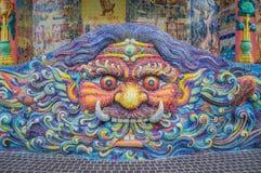 Kunst van verglaasde tegelreus op heiligdomsmuur Royalty-vrije Stock Foto's