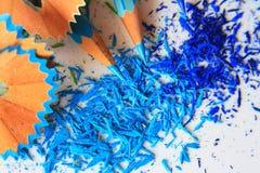 Kunst von blauen Farbbleistiften und Farbgraphit wischen ab Stockfotografie