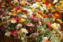 Kunstbloemen bij het verkopen Royalty-vrije Stock Afbeeldingen