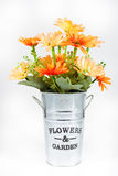 Kunstblume im Vase auf Isolat, stempelschnitt Lizenzfreie Stockbilder