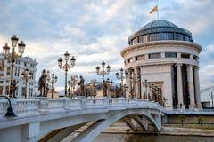 Kunstbrug in Skopje stock foto's