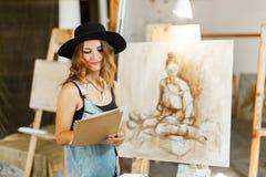 Kunstenaar Considering Idea van Beeld royalty-vrije stock foto's