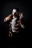 Kunstenaar in een Venetiaans masker royalty-vrije stock fotografie