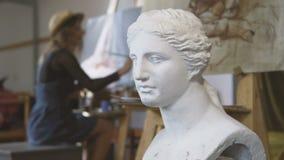 Kunstenaar het schilderen beeld stock video