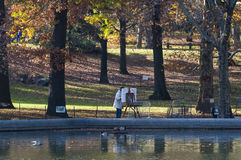 Kunstenaar het schilderen landschap van Central Park in New York Stock Fotografie
