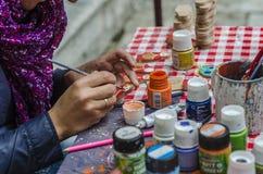 Kunstenaar het schilderen poppen Stock Afbeelding