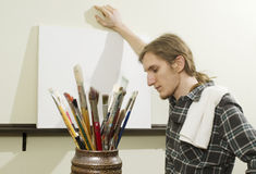Kunstenaar met leeg canvas Stock Fotografie