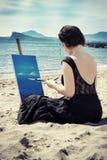 Kunstenaar op het strand stock foto's