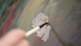 Kunstenaar Painting Abstract Lines op een Canvas stock video