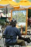 Kunstenaar Painting Outside in de Stad van New York royalty-vrije stock afbeeldingen