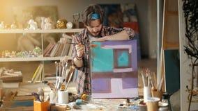 Kunstenaar Tells over Beeld stock video