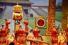 Kunstenaars die Chinese instrumenten spelen stock afbeeldingen