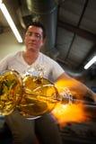 Kunstenaars die Glas beeldhouwen royalty-vrije stock afbeeldingen