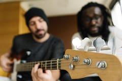 Kunstenaars die muziek veroorzaken stock foto's