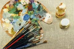 Kunstenaars` s palet met leeswijzersclose-up Stock Afbeeldingen