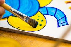 Kunstenaarsborstel het schilderen beeld Royalty-vrije Stock Afbeeldingen