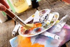 Kunstenaarshand het schilderen Royalty-vrije Stock Afbeelding