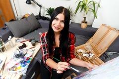 Kunstenaarsverven in kunstworkshop Royalty-vrije Stock Foto