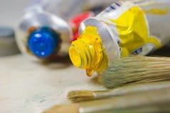 Kunstfarben und -pinsel Lizenzfreie Stockbilder