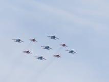 Kunstfliegen Su-27 und Mig-29 Stockfoto