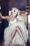 Kunstfoto einer reizvollen Frau im schönen Kleid Lizenzfreies Stockfoto