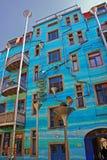 Kunsthofpassage in Dresden mit blauem Gebäude Stockbilder