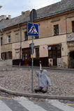 Kunstinstallation am Fußgängerübergang auf der Straße von Vilnius-Bezirk von Uzupis Stockbild