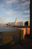 Kunstkamera的大厦 大教堂圆屋顶isaac ・彼得斯堡俄国s圣徒st 免版税库存照片