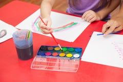 Kunstklasse in kleuterschool Stock Afbeelding
