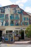Kunstmalerei auf der Wand der Hauptbus-Station in Cannes lizenzfreies stockfoto