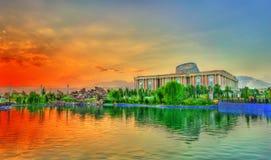 Kunstmatig meer bij Vlaggestokpark in Dushanbe, Tadzjikistan stock foto's