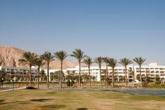 Kunstmatige oase bij het hotel. Taba, Egypte. Stock Fotografie