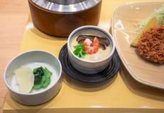 Kunstmatige voedsel model, Gestoomde die eieren met garnalen en shitake paddestoel worden bedekt royalty-vrije stock afbeeldingen